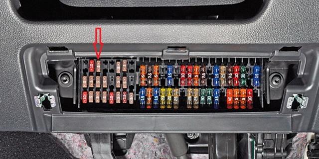 Замена топливного фильтра Фольксваген Поло седан