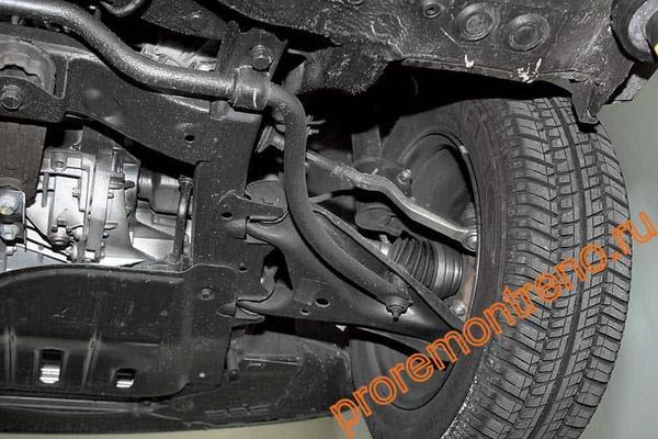 Замена рычага передней подвески на Рено Логан 2