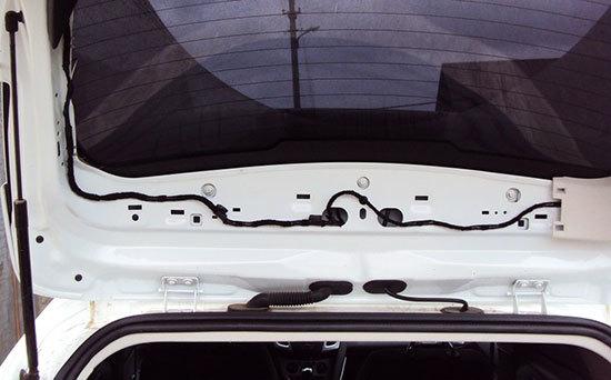 Замена заднего спойлера Форд Фокус 3