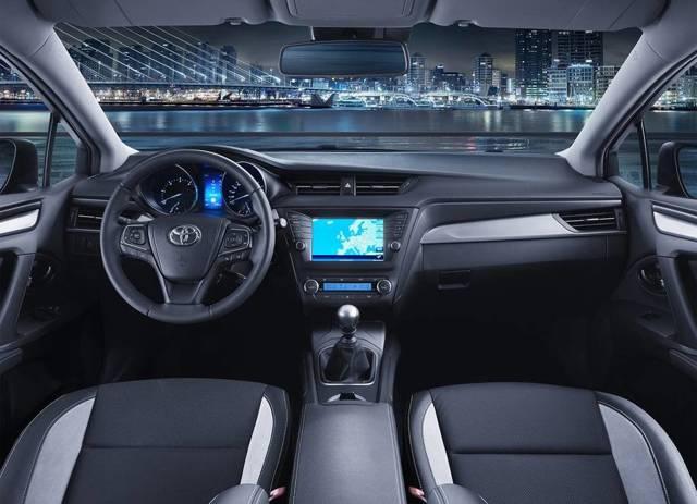 Обзор нового Тойота Авенсис 2015 года