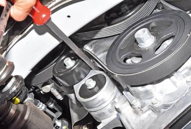 Замена ремня генератора и вспомогательных агрегатов KIA Rio 3
