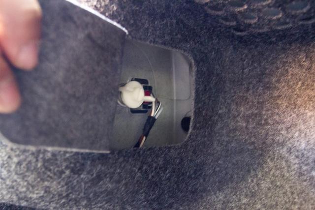 Замена заднего фонаря на Фольксваген Поло седан