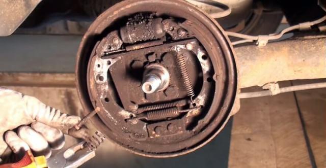 Замена задних тормозных барабанов на Фольксваген Поло седан