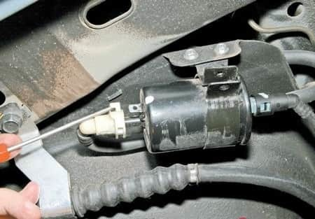 Замена топливного фильтра Шевроле Авео Т200/Т250