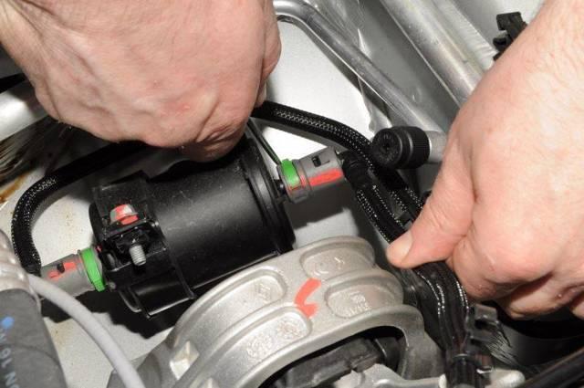 Замена топливной рампы Рено Дастер