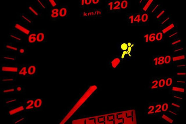 Снятие подушек безопасности водителя Рено Дастер