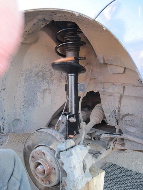 Замена задних тормозных колодок Рено Дастер
