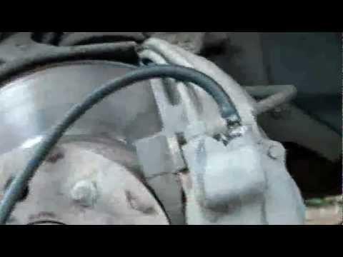 Замена тормозной жидкости, прокачка тормозов и сцепления Фольксваген Пассат Б6