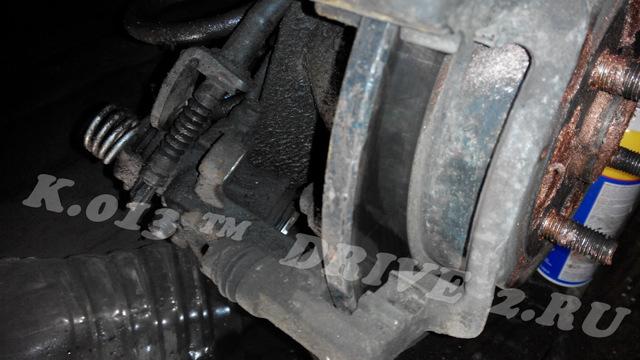 Замена заднего тормозного суппорта Киа Рио 3