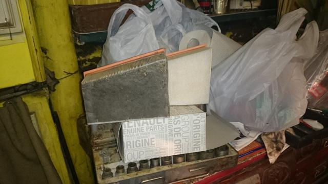 Замена воздушного фильтра Рено Дастер