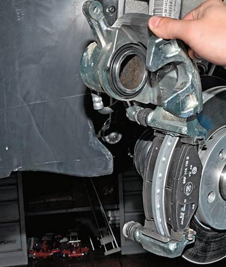 Замена заднего тормозного цилиндра Фольксваген Поло седан