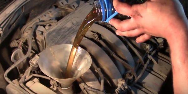 Замена масла в двигателе и масляного фильтра Рено Дастер