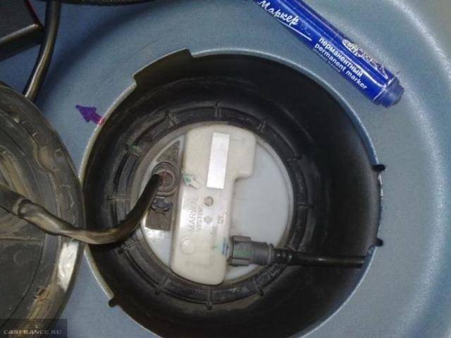 Замена топливного насоса на Рено Логан 2