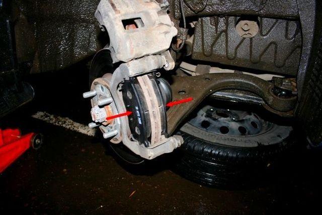 Замена передних тормозных колодок Киа Рио 3