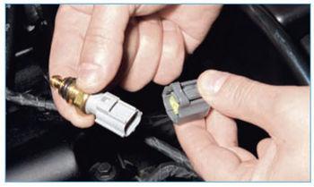 Замена датчика температуры антифриза Форд Фокус 3
