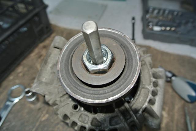 Замена генератора на Рено Логан 2