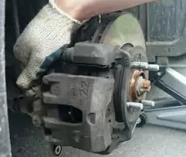 Педаль тормоза Киа Рио 3: снятие и замена