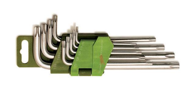 Снятие и установка переднего бампера Рено Дастер