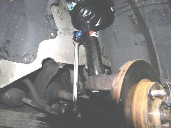 Замена деталей стабилизатора передней подвески Форд Фокус 3