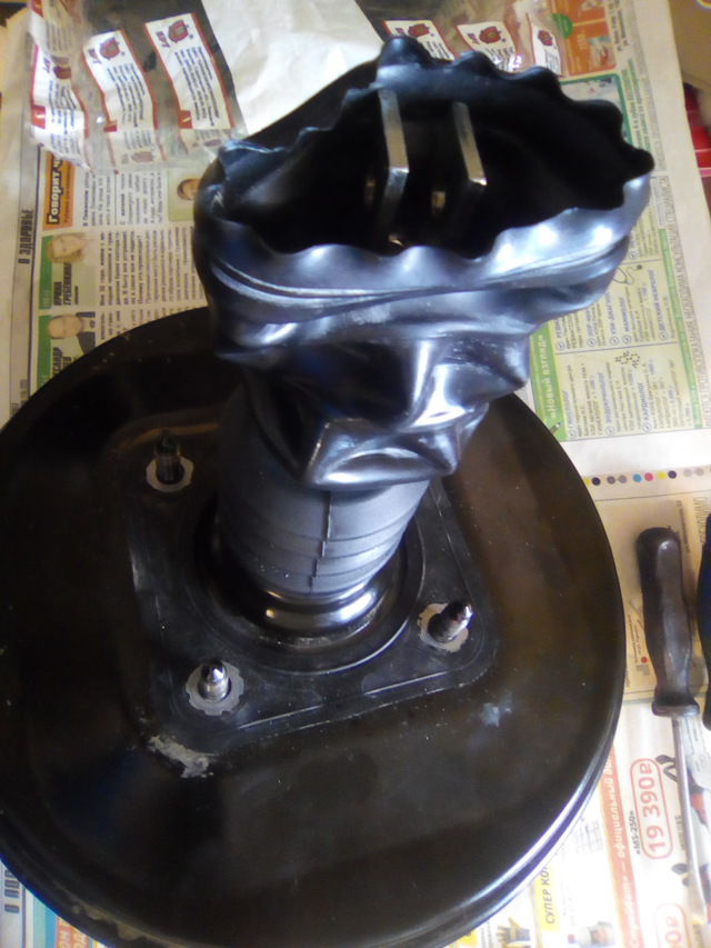 Замена вакуумного усилителя тормозов на Рено Логан 2