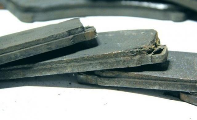 Замена задних тормозных колодок Mazda 6 (GH), 2007 - 2012 г.в.