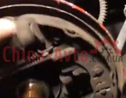 Замена задних тормозных колодок Джили МК