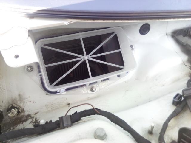 Замена воздушного фильтра на Пассат Б6