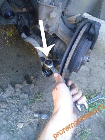 Замена наконечника рулевой тяги на Рено Логан 2