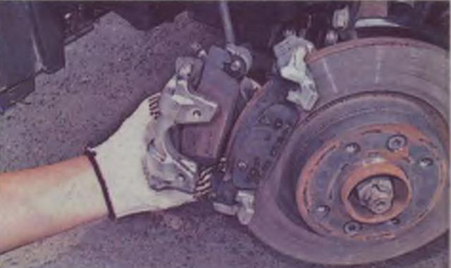 Замена передних тормозных колодок на Рено Логан 2