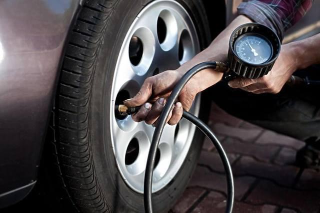 Сброс и проверка давления в топливопроводе Renault Logan 2