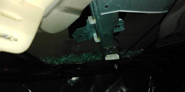 Замена стекла передней двери Рено Дастер