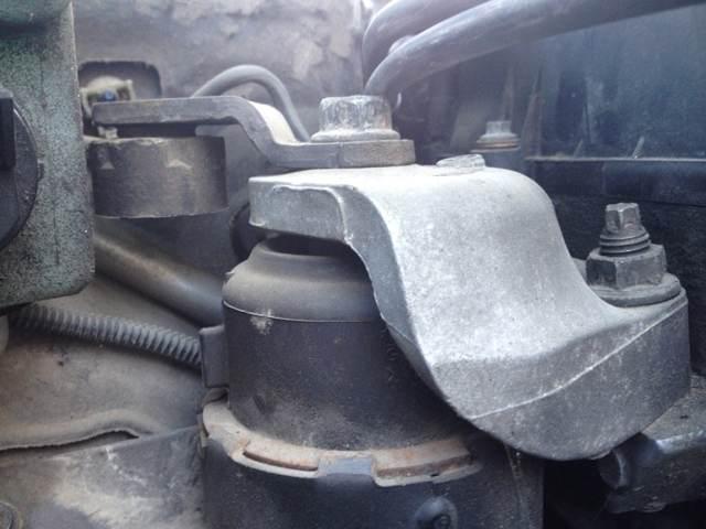 Замена подушек двигателя Мазда 6 (GH), 2007 - 2012 г.в.