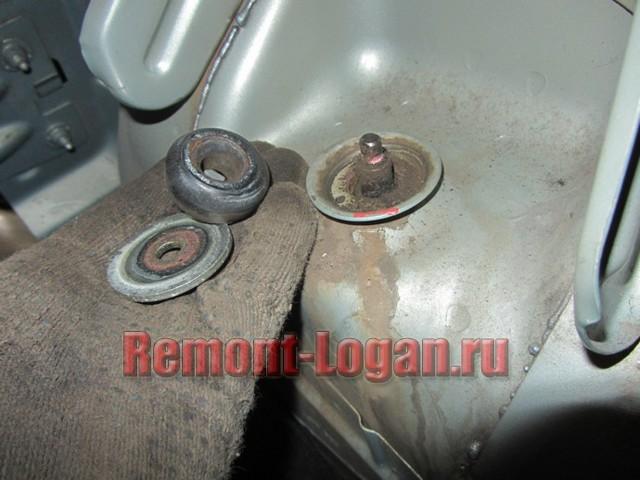 Замена задних амортизаторов Рено Логан 2