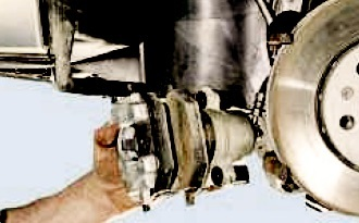 Замена переднего тормозного суппорта Фольксваген Поло седан