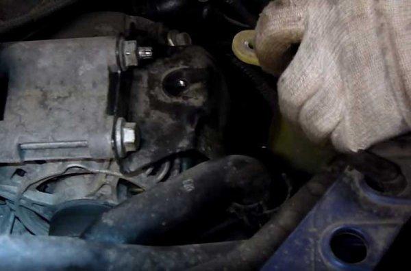 Замена генератора Ford Focus 1