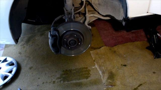Замена передних тормозных колодок Фиат Альбеа