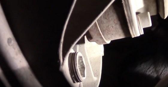 Замена масла в МКПП Фольксваген Поло седан