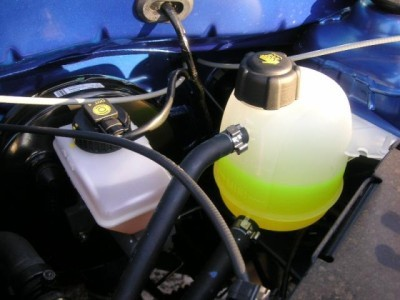 Замена охлаждающей жидкости на Рено Логан 2