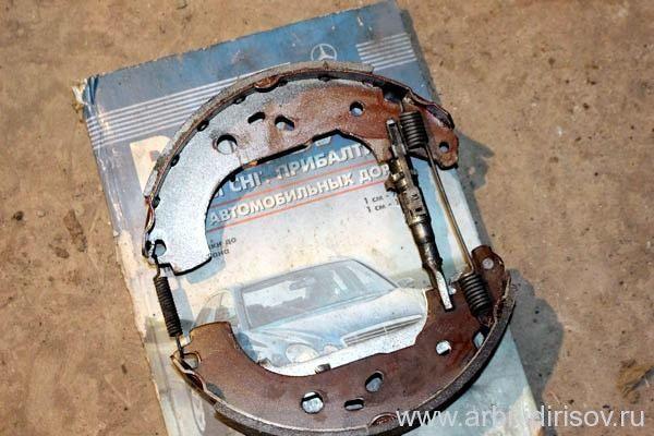 Замена задних тормозных колодок Ford Focus 3