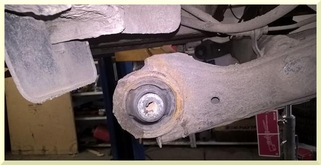 Замена подушек подвески глушителей Киа Рио 3