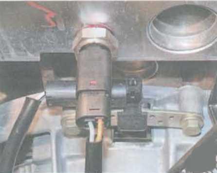 Замена датчика температуры охлаждающей жидкости на Renault Logan 2