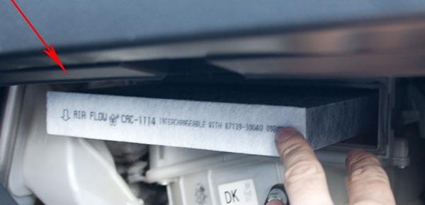 Замена салонного фильтра Тойота Королла (Е150)