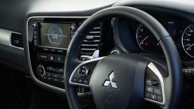 Mitsubishi Outlander 2016 - новый Аутлендер 2016 года