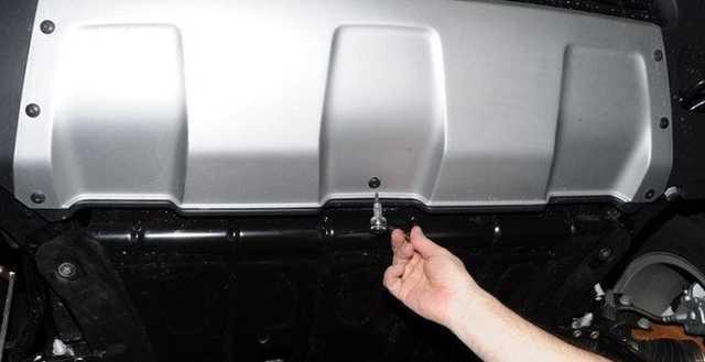 Замена защиты картера и брызговиков двигателя Рено Дастер