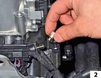 Проверка и снижение давления в системе питания VW Polo 5Проверка и снижение давления в системе питания Фольксваген Поло V 1.6 седан