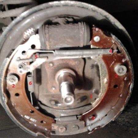 Замена задних тормозных колодок на Рено Логан 2