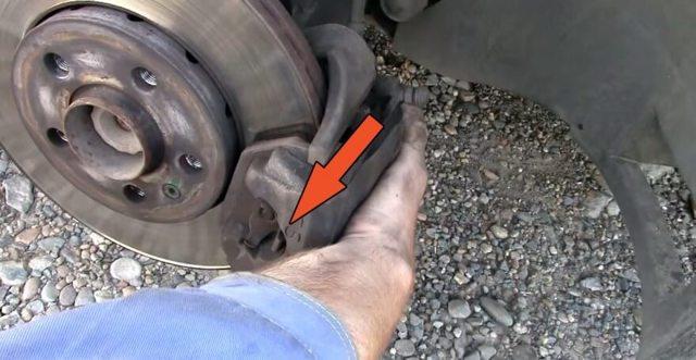 Замена передних тормозных колодок Фольксваген Поло седан