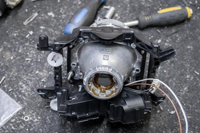 Замена ламп в фарах Фольксваген Пассат Б6