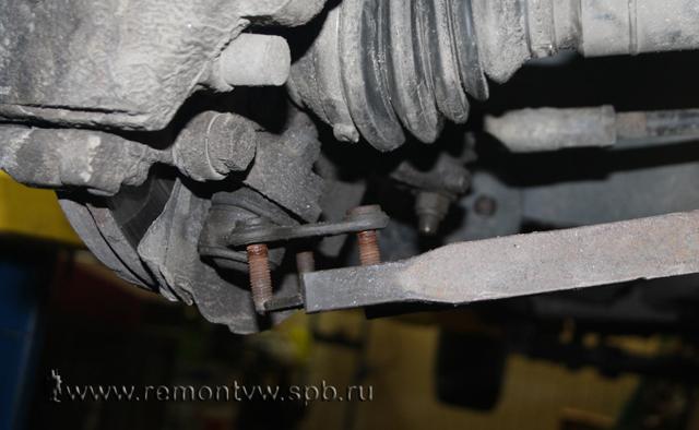 Замена опор (подушек) двигателя Фольксваген поло седан 1.6