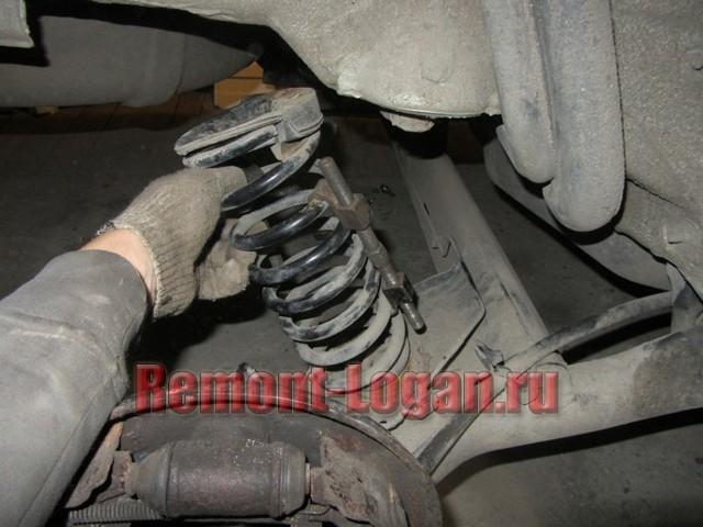 Замена задних пружин на Рено Логан 2